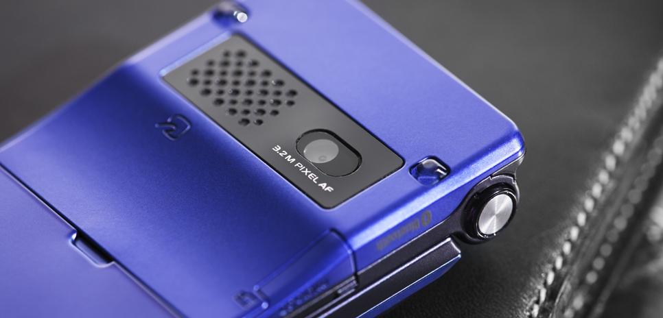 p-09a được trang bị máy ảnh CMOS với chế độ auto forcus nhận diện được 3 khuôn mặt cùng lúc, iso lên đến 1600